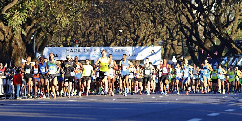 Runners setting off on the Buenos Aires Marathon