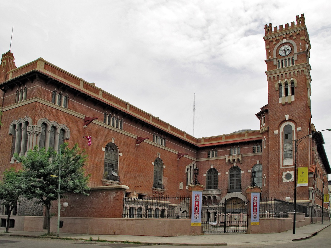 An external photograph of the Usina del Arte