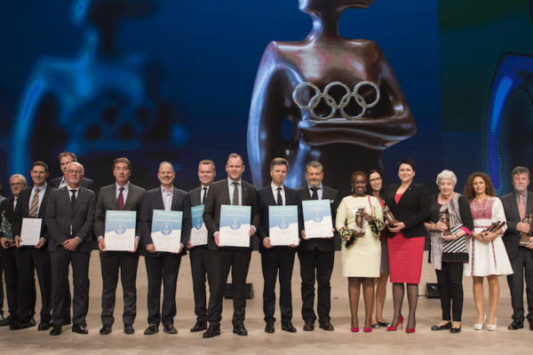 Representatives of the Global Active Cities holding their certificates, with other award winners and Thomas Bach